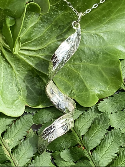 Curly leaf in sterling silver