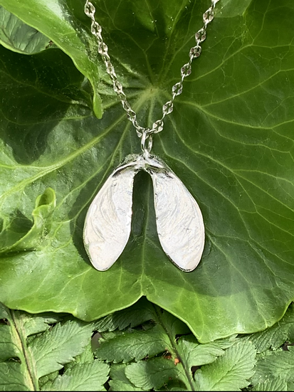 Small sycamore necklace