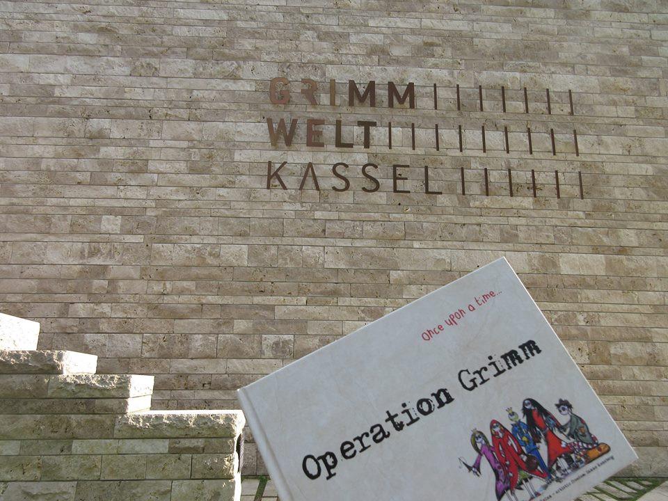 Die englische Variante des Erstlingswerk ab sofort erhältlich in Kassel u. a. in  der Grimmwelt, Hofbuchladen, Vietor, Buchladen Brencher, Buchladen Hühn, Comic Galerie und Buhhandlung Harleshausen!
