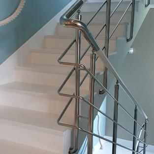 Обшивка лестницы. Частный интерьер