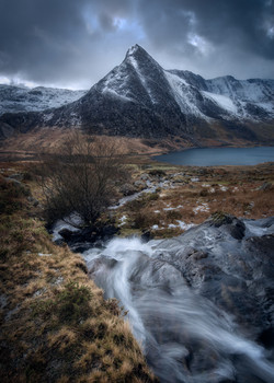 Tryfan-Mountain-Snowdonia-Snow.jpg