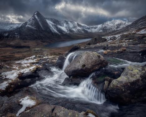 Ogwen-Valley-Waterfall-Snowdonia-Snow.jp