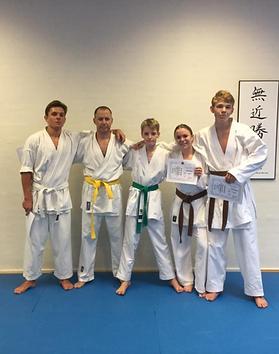 5 Graduerede medlemmer af Aalborg Karate Skole