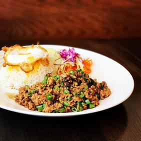 Experience Thai Cuisine at Lemongrass Th