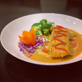 Start healthy meal at Lemongrass Thai Ea