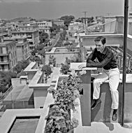 Pasolini a casa sua, 1960 © Archivi Farabola