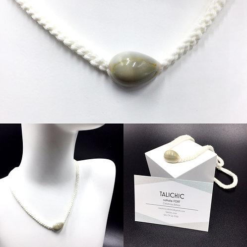 Collier Cauri blanc, bijoux, création originale Talichic fait main France