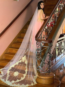 Glinda Chantilly Lace Veil