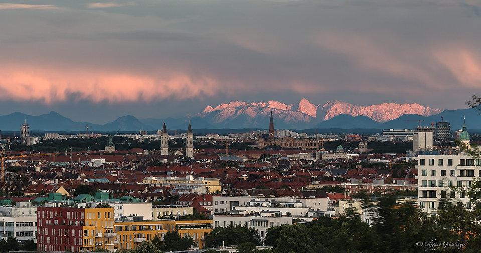 muenchen-panorama-b31901b3-c3f9-42f3-922