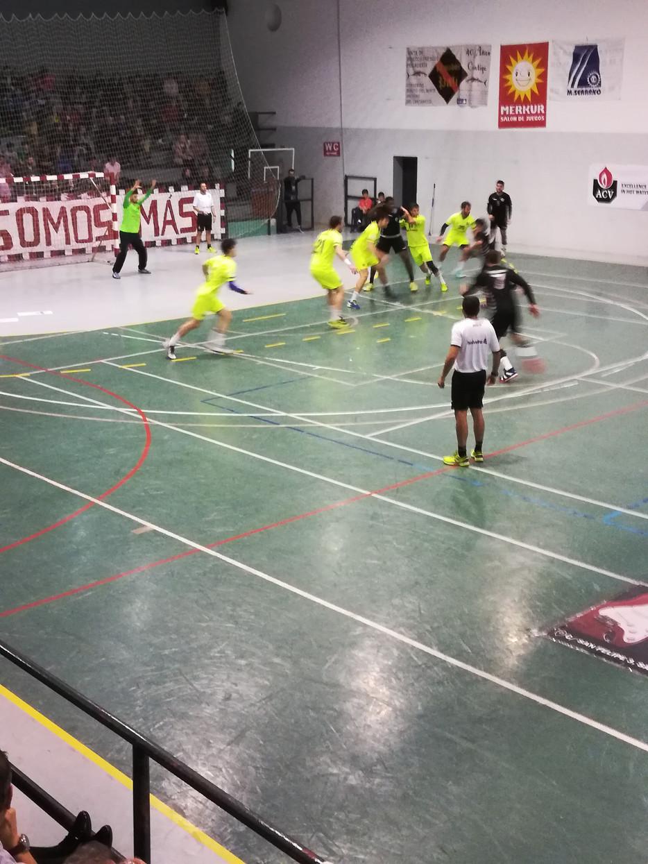 El BM Santoña condenado por sus propios errores ante el Barça B Lassa 26-28