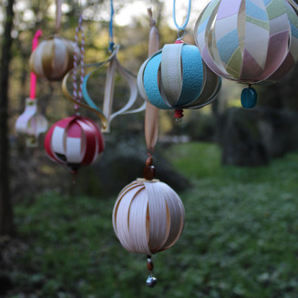 Taller de Nadal: Ornaments amb paper decorat