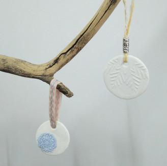 Taller de Nadal: Ornaments amb ceràmica freda