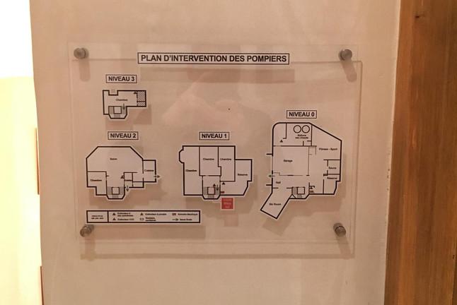 Plan d'évacuation sur plexi 10mm
