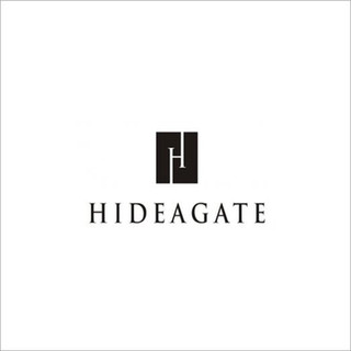 HIDEAGATE is a cutting-edge interior gate that conspicuously folds into the doorframe when not in use, ideal for homes with children and pets.