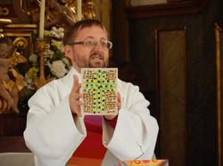 Taufgeschenk für Jonas Tritscher - ein Mosaikkreuz von alten Menschen im Pflegeheim Gleisdorf gemach