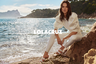 LolaCruz_SS2021_cala_06_107_D logo 4.jpg