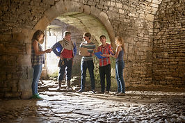 dzieci w jaskini