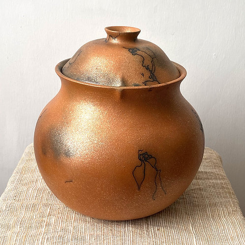 red mica bean pot with horse hair and fire clouds