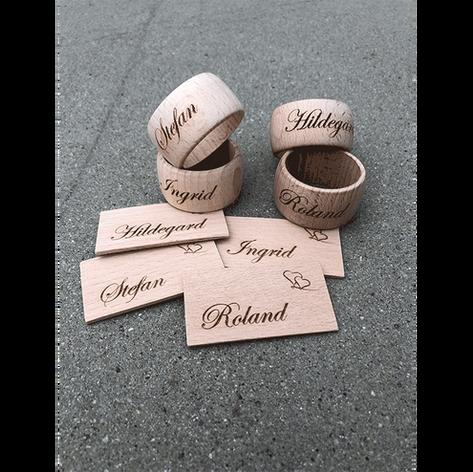 Serviettenringe und Namensschilder