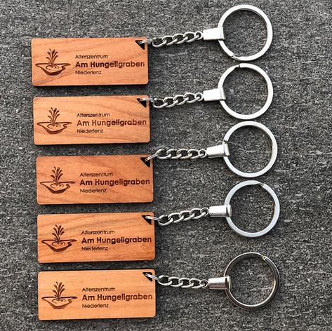 Schlüsselanhänger aus Kirschholz