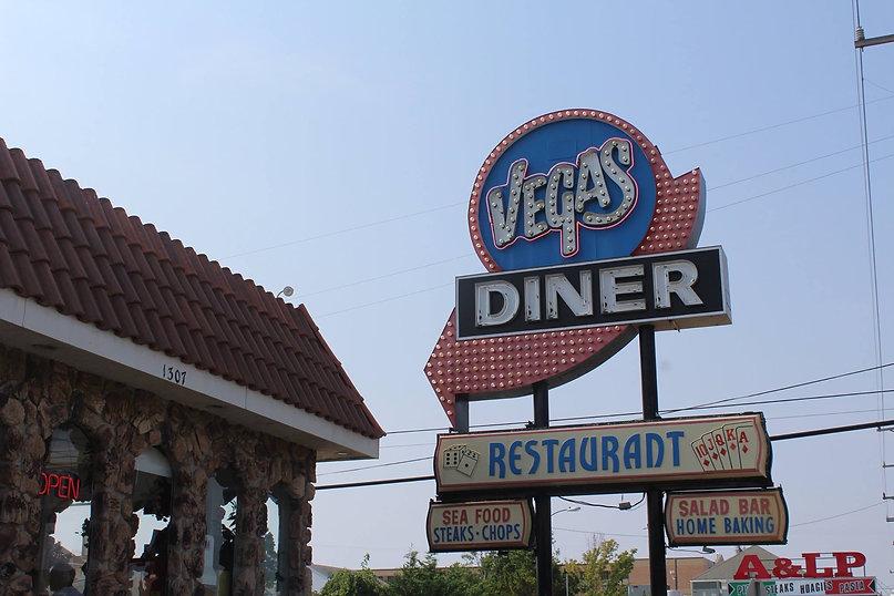 vegas day time sign.jpg