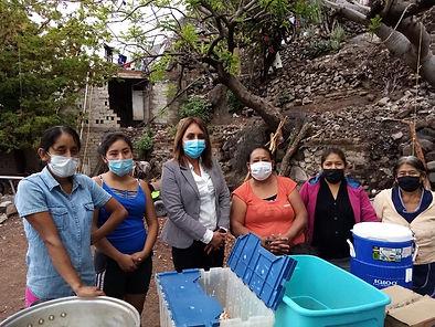 Kitchen volunteers La Pena.jpeg