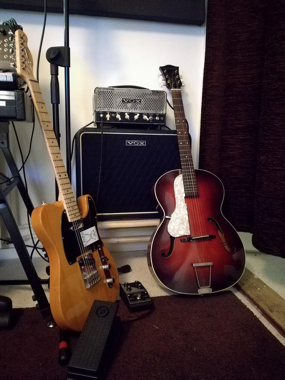 Fender Telecaster, Vintage Hofner, Moog MF Delay with expression pedal and Vox Night Train 15
