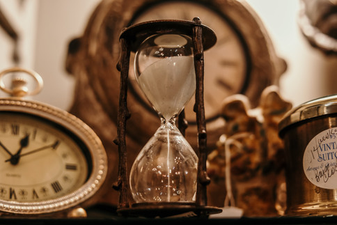 shallow-focus-of-clear-hourglass-1095601