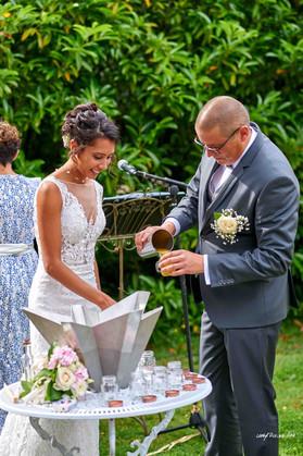 Rituel festif du cocktail des mariés pour une cérémonie laique - mariage et engagement, avec intervention de la famille et des témoins