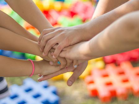 Não se esqueça de quem estendeu a mão quando os outros só ofereceram desculpas.