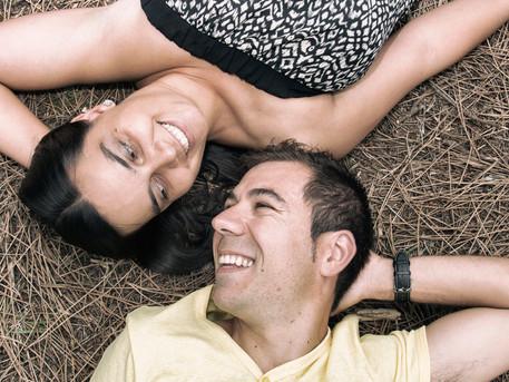 Fotos de pareja para guardar un recuerdo en un entorno romántico.