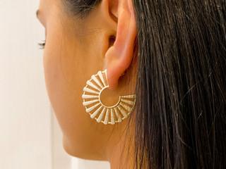 Chelsea wearing the Bianca earring