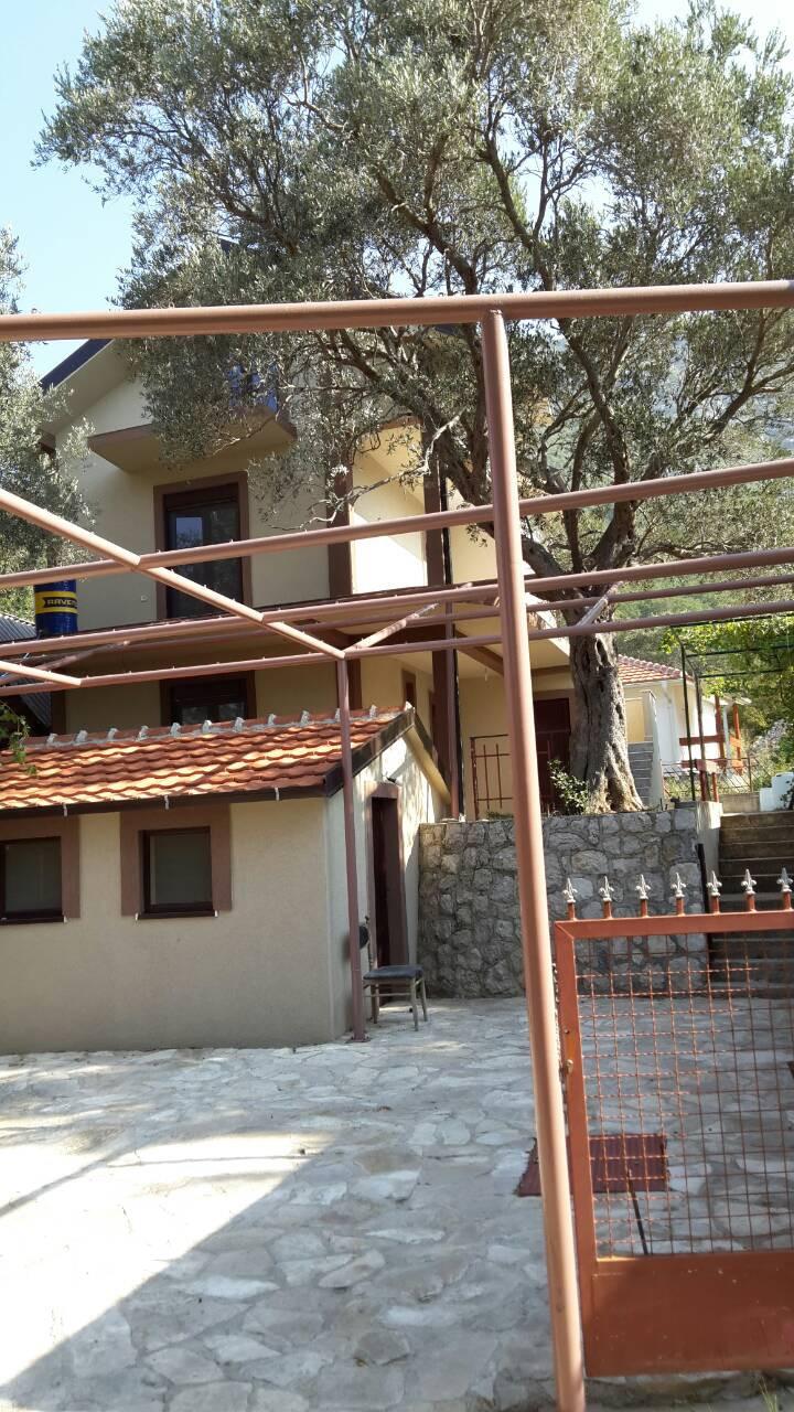 Na izdavanju apartmani u Sutomoru / Apartments for rent in Sutomore (Montenegro)