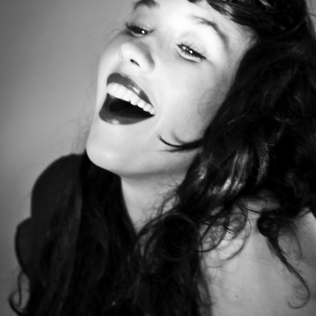 Lauren Pringle Blanco y negro.jpg