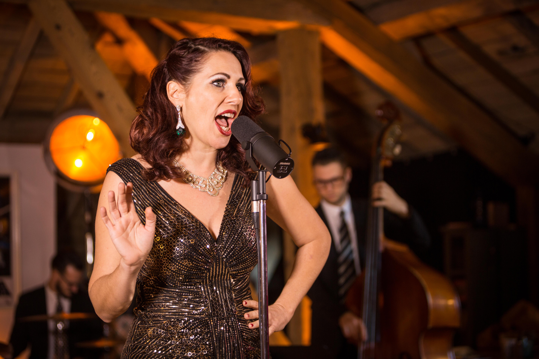 chanteuse swing vintage rétro