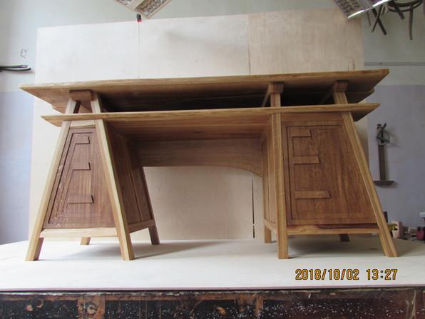 Рабочий стол из массива дуба