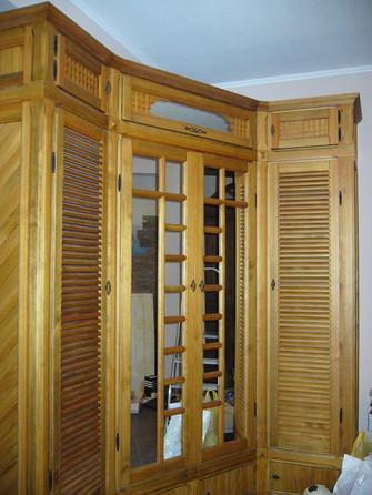 Шкаф с жалюзийными дверками