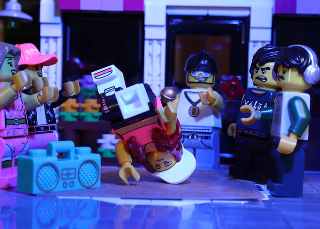 LEGO CMF Series 20 - Hip Hop Girl 1.JPG