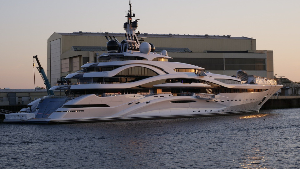 Yacht (Click here)