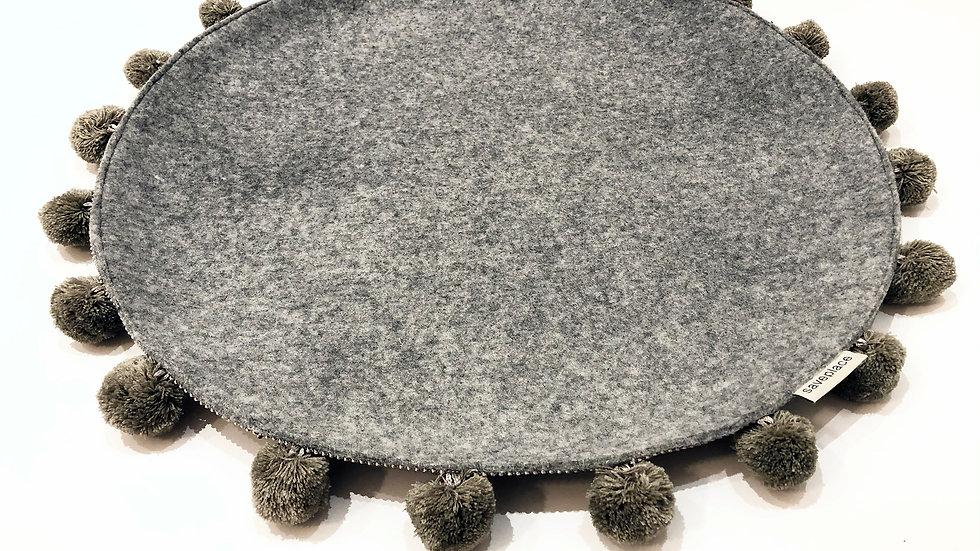 Saveplace® Woolen Round Pet Mat with BIG POM-POM (diameter 50 cm)