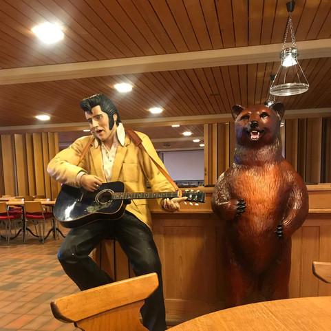 Elvis und der Parkwächter haben auch sei