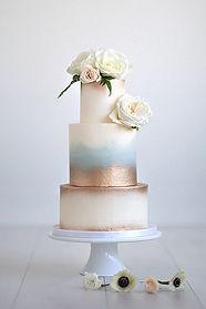 customized cake micro wedding