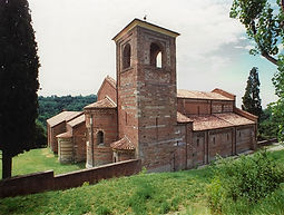 Important Romanic abbeys and churches are visible in this area: Santa Maria di Vezzolano, San Nazario e Celso, San Secondo, with their unique character.