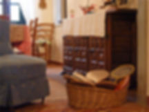 Comodo salotto per la conversazione e il relax   Biblioteca con libri di lettura e riviste   Guide turistiche del posto in varie lingue   Carte dei sentieri della zona   Giochi di società e carte da gioco   Collegamento internet wi-fi, televisione, stereo