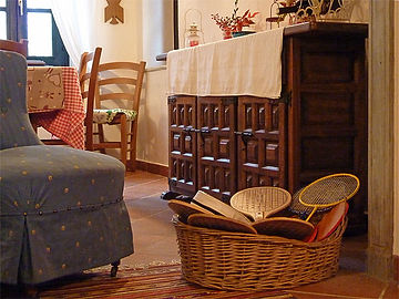 Monferrato B&B with comfortable living rooms. Books and magazines. Tourist guides in english. Excursion and hiking maps. Games and playing cards. Wi-fi