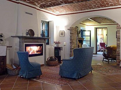 Nelle due zone di relax e conversazione i visitatori troveranno comode poltrone e divani, due caminetti, libri e guide turistiche per organizzare la scoperta del Monferrato