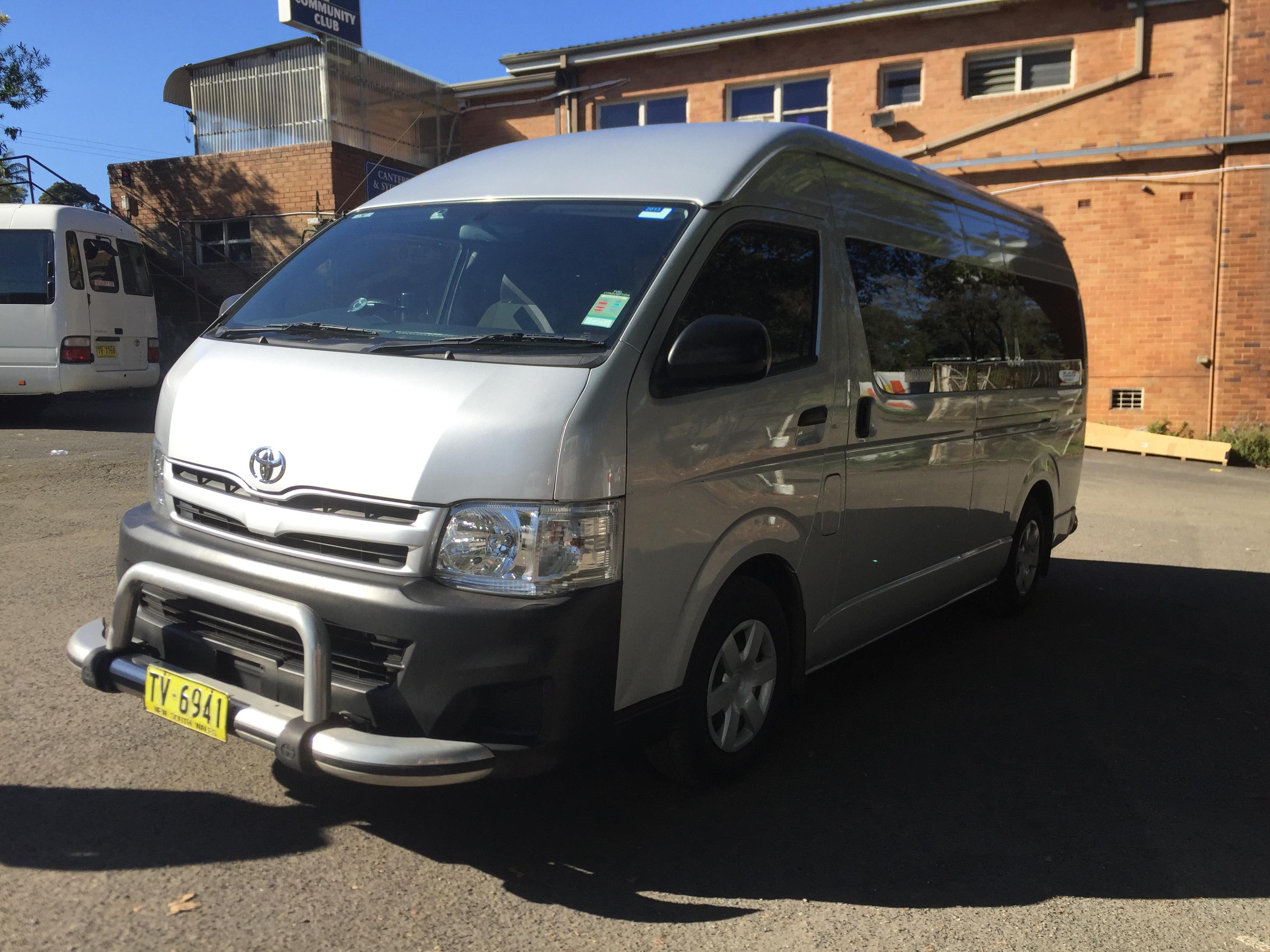 Toyota Hiace 13 seats