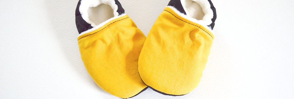 Pittsburgh baby shoes in black and gold