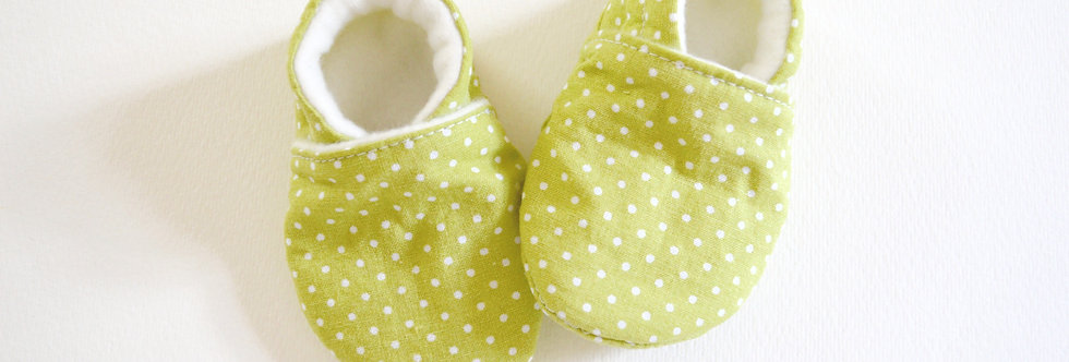 Green dot baby shoes