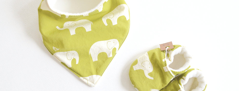 Baby bib and shoes set in green elephant